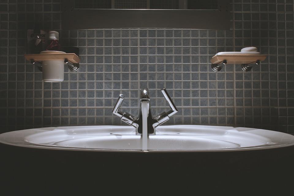 équipements relatifs aux sanitaires