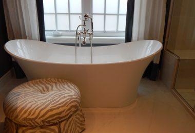 Le détartrage de la douche et de la baignoire : voici comment faire