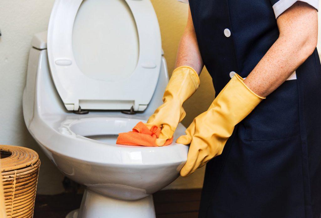 Pourquoi mes toilettes fonctionnent-elles constamment