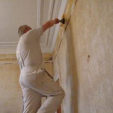 Doit-on procéder au décapage d'un mur avant de le repeindre?